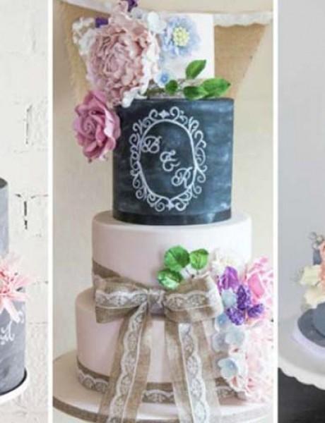 Crne mladenačke torte ukrašene slovima