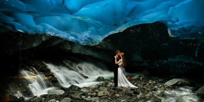 venčanje pod ledenim glečerima Neverovatne fotografije nastale unutar glečera i ledene pećine