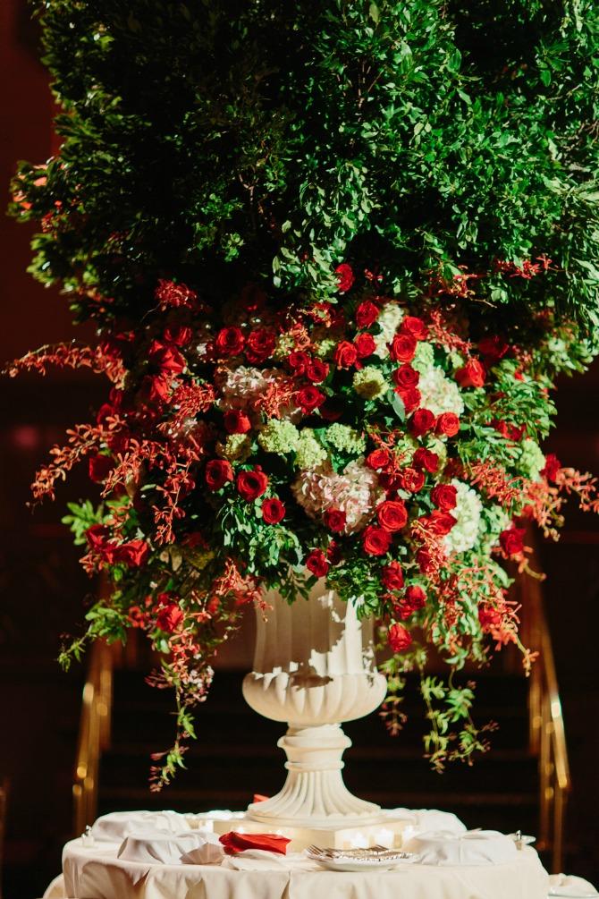 crvene ruže Crvene ruže kao glavna dekoracija na venčanju