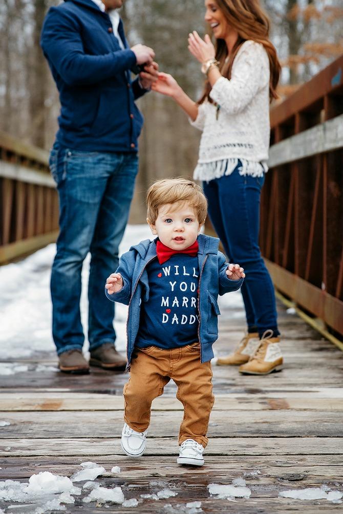 dečak od godinu dana pomogao tati da zaprosi devojku Dečak od godinu dana pomogao tati da zaprosi devojku