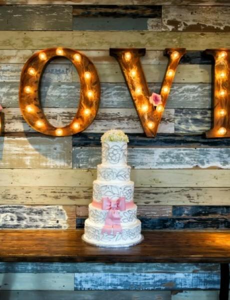 Svadbene torte koje sadrže ljubavne poruke