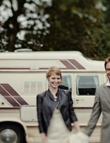 Par koji putuje svetom u potrazi za idealnom destinacijom za venčanje