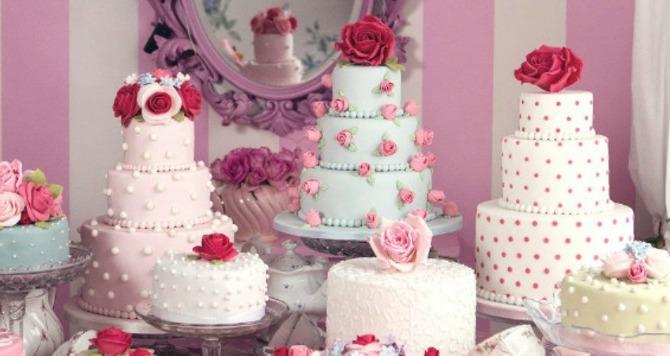 torte koje su ukrašene jestivim cvećem Ukrasite tortu jestivim cvetovima