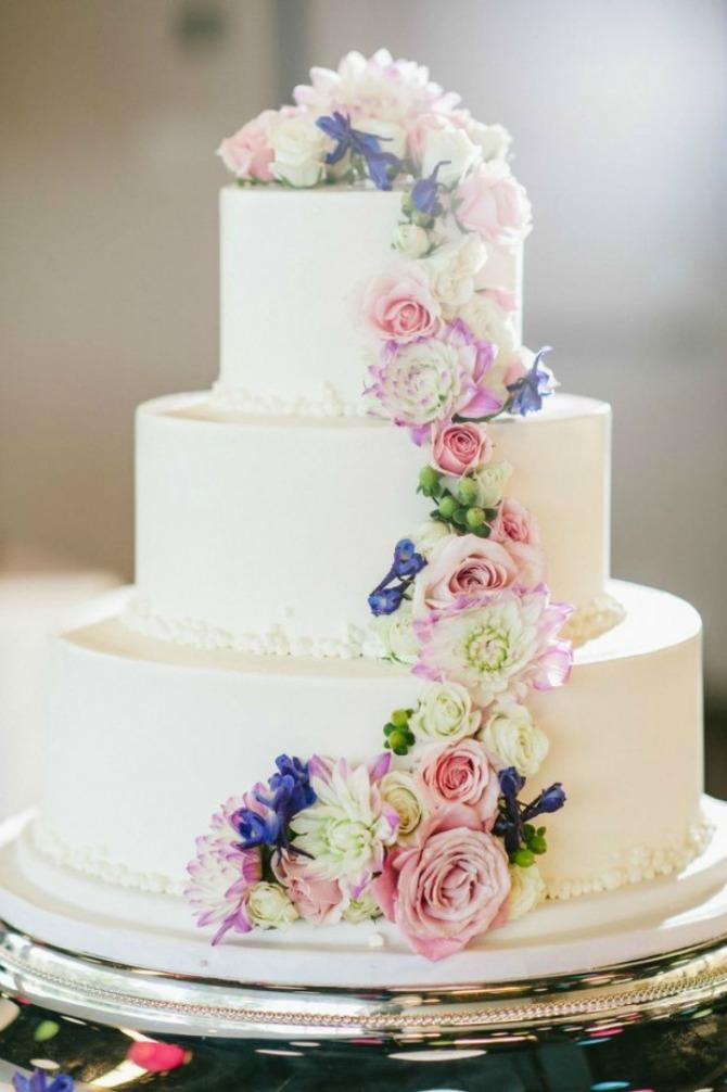 torte koje su ukrašene jestivim cvećem1 Ukrasite tortu jestivim cvetovima