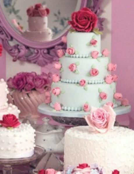 Ukrasite tortu jestivim cvetovima