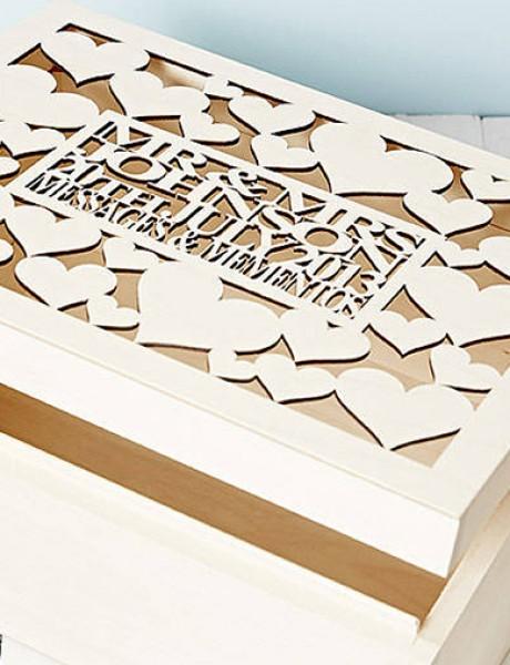 Ukrasna kutija za koverte nezaobilazan je detalj na svakom venčanju