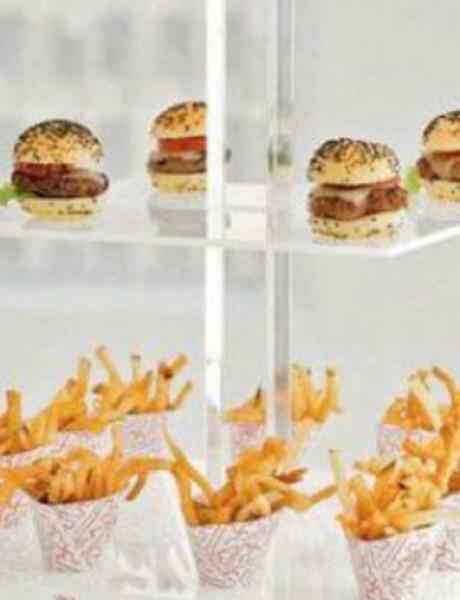 Kako da uvrstite hamburgere na venčanje
