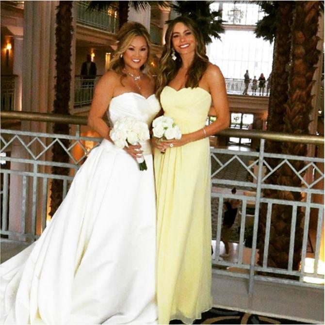 sofija vergara na venčanju prijateljice Sofija Vergara blistala je u ulozi deveruše