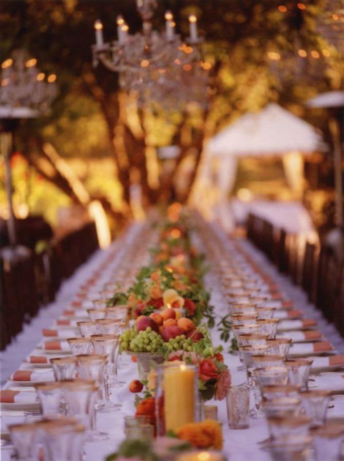 voce kao dekoracija stolova za goste na vencanju Umesto cvećem ukrasite stolove za goste voćem