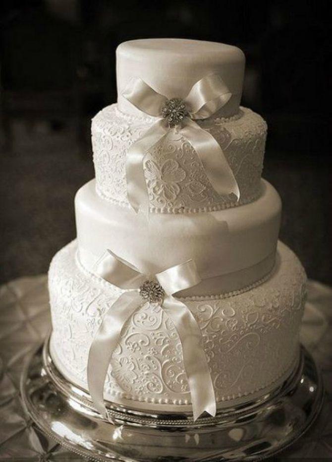 mladenačke torte ukrašene mašnom5 Neodoljive mladenačke torte ukrašene mašnom