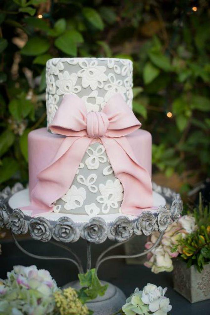 mladenačke torte ukrašene mašnom61 Neodoljive mladenačke torte ukrašene mašnom