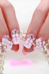 Stileto nokti su savršen izbor za svako venčanje