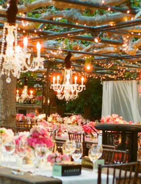 Svećama i dekorativnim lusterima učinićete da svaki prostor zasija