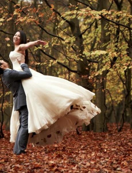 Opalo lišće kao dekoracija na venčanju