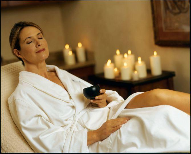 zena u spa centru I mame zaslužuju odmor i relaksaciju