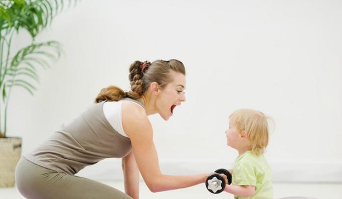 mlade mame 1 Pet prednosti majčinstva u dvadesetim