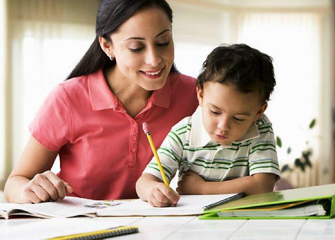 majka i dete Ne stvarajte detetu komplekse – zabranjene rečenice