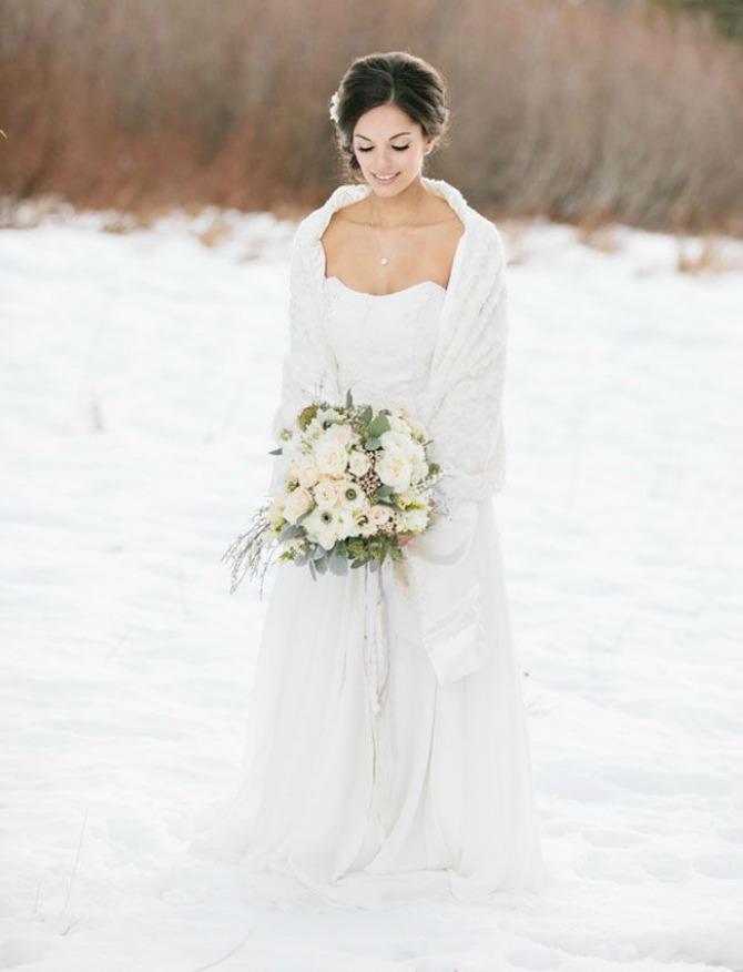 mlada ogrtac Aksesoari koje morate imati na zimskom venčanju