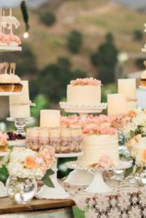 Na koje načine možete da ukrasite i aranžirate torte i dezerte na venčanju