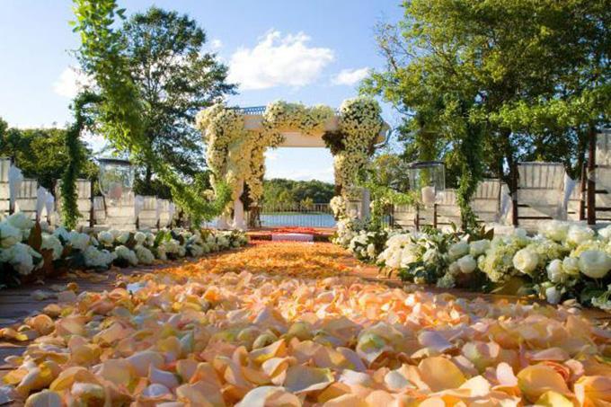 cvetne dekoracije vencanje 3 Cvetna dekoracija za venčanje kao iz bajke (GALERIJA)