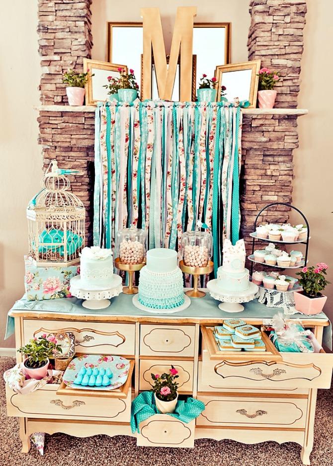 torta Na koje načine možete da ukrasite i aranžirate torte i dezerte na venčanju