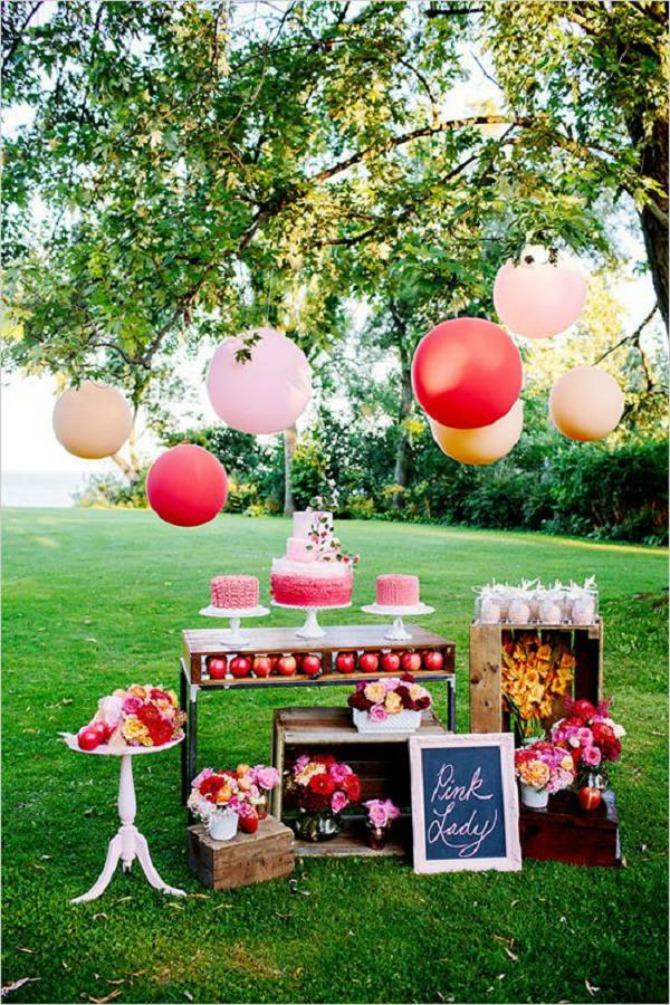 torta1 Na koje načine možete da ukrasite i aranžirate torte i dezerte na venčanju