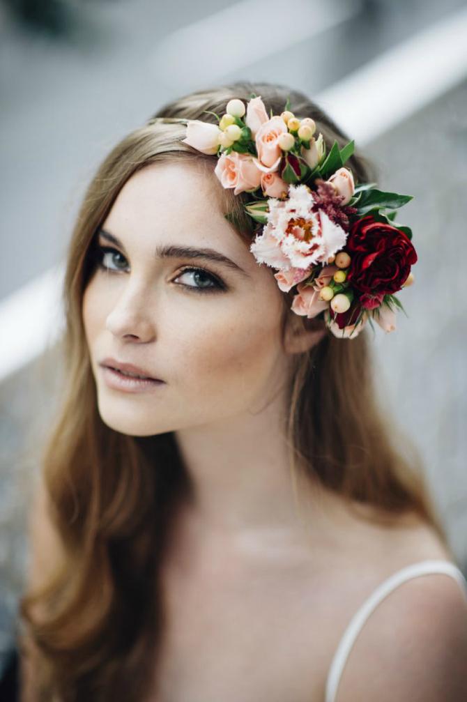 Malda 2 Cveće u kosi za ROMANTIČNE neveste