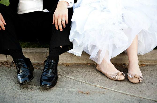 dvoje Savršene RAVNE cipele za buduće mlade
