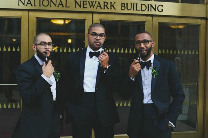 56f1bd011e0000950071106a Kada se muškarci fotografišu na venčanju, to izgleda ovako! (GALERIJA)