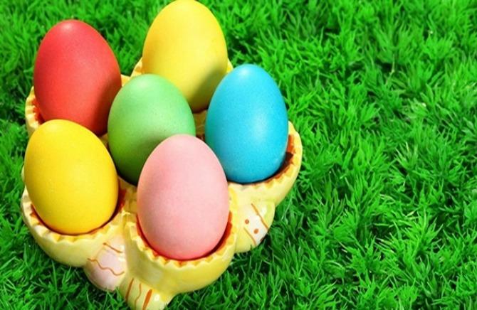 FARBANJE JAJA1 Ofarbajte uskršnja jaja PRIRODNIM bojama
