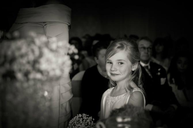 redzina 2 prva fotka Ima samo 9 godina, a svi žele da im baš ONA fotografiše venčanje