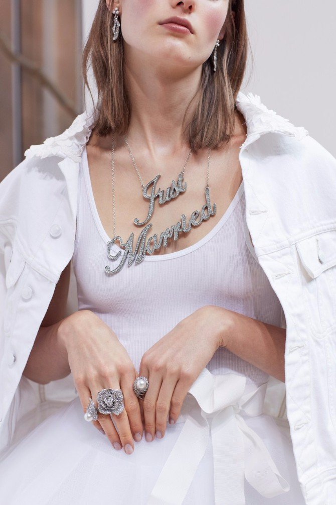 grafiti 1 Bridal Fashion Week: Aksesoari koje ćeš želeti da nosiš i to ne samo na venčanju