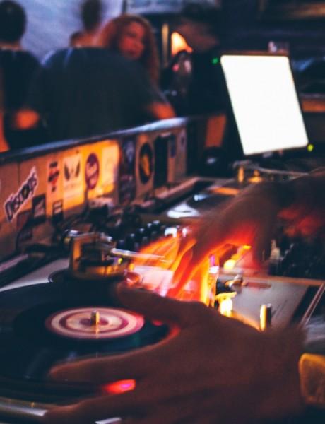 Šta treba da znate kad angažujete DJ-a za svadbeno veselje