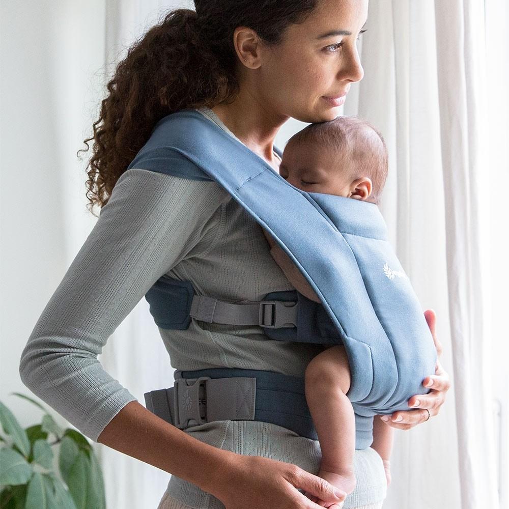 Embrace hi res Nošenje dece kao neophodnost u njihovom bezbrižnom razvoju