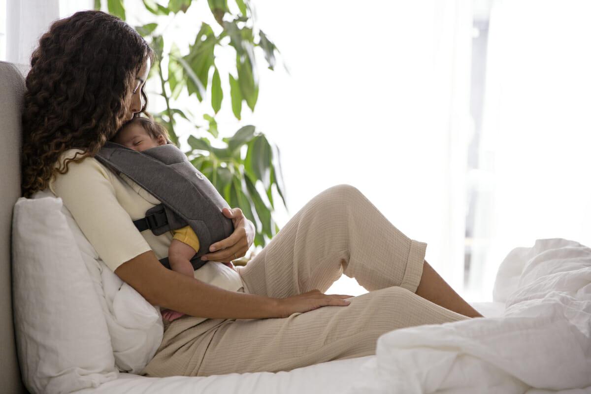 embrace 1 Nošenje dece kao neophodnost u njihovom bezbrižnom razvoju